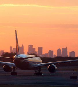 airplane-nyc-skyline-shutterstock_1818137-900x500